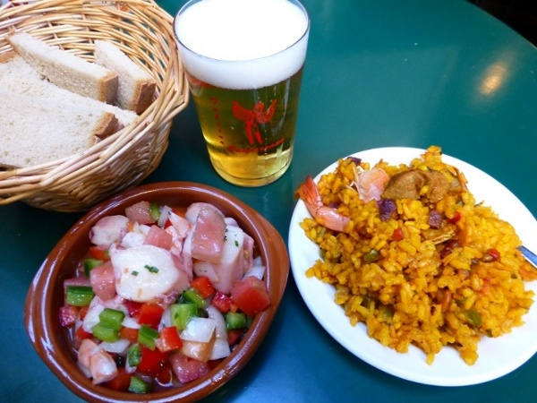 Lecker Tapas essen in Malaga, Andalusien